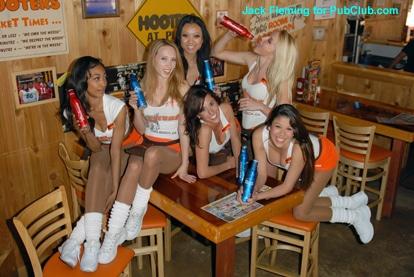 Long Beach Hooters girls