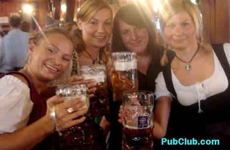 Oktoberfest Munich Hofbrauhaus 4 hot frauleins